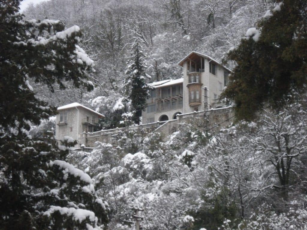 Замок на горе в Гагре