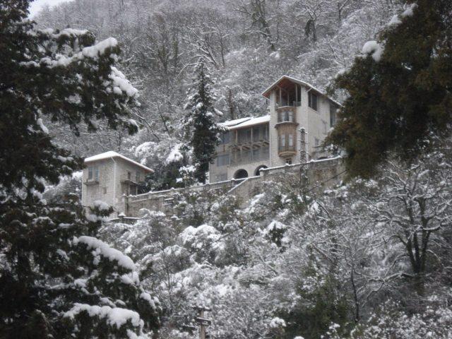 Отдых в Гагре — Замок на горе