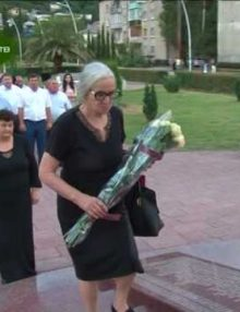 В День государственной символики Республики Абхазия в Гагре возложили цветы к памятнику В.Ардзинба и Мемориалу Славы