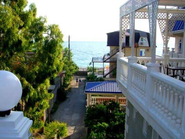 «Мандарин» — гостевой дом в Гагре у моря