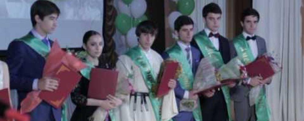 В Сухумской государственной филармонии им. Р. Гумба прошла праздничная встреча для выпускников со всех районов Абхазии