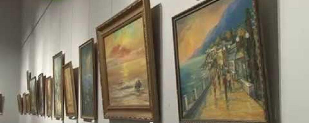 В главном выставочном зале Сухума открылась персональная выставка художницы Галины Атейба