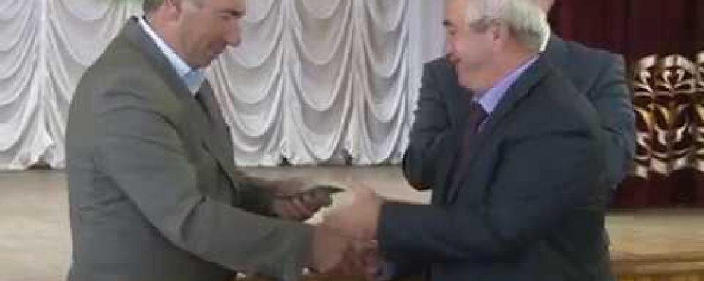 К 25летию освобождения Гагрского района в Доме культуры ветеранам были вручены юбилейные медали