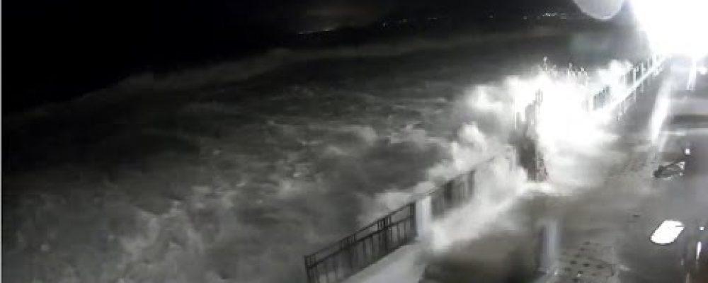 Шторм в Гагре 3 декабря 2016 года