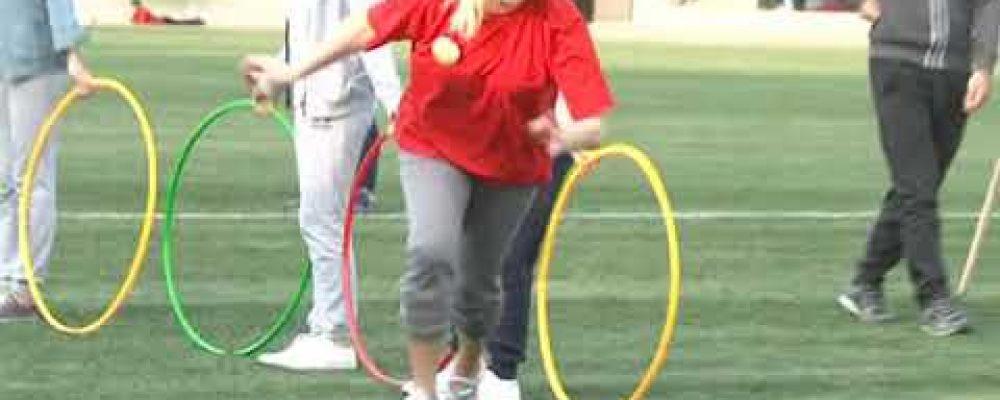 Веселые спортивные соревнования состоялись между командами учащихся, преподавателей и родителей Гагрской сш № 1