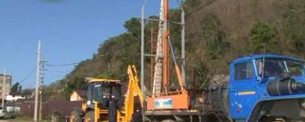 В селе Лдзаа ведутся работы по замене линий электропередач
