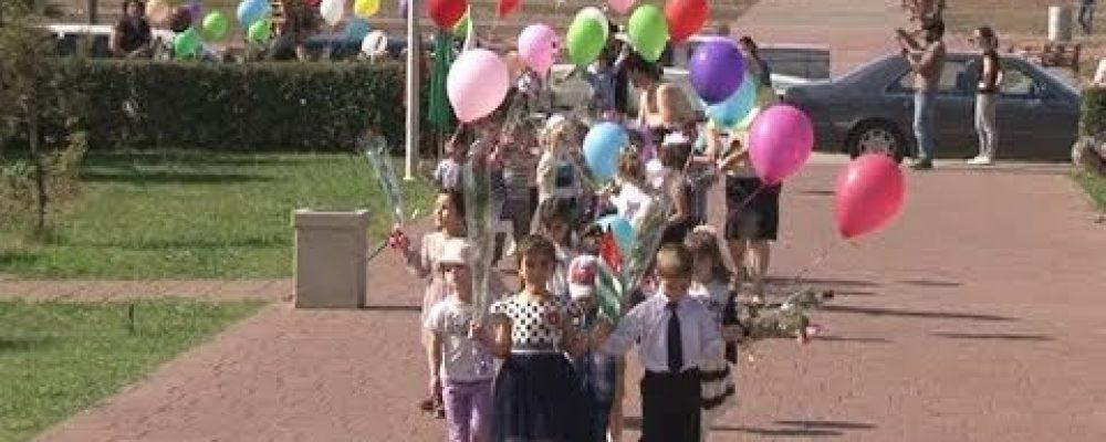 Воспитаники детских садов в День победы возложили цветы к Мемориалу Славы