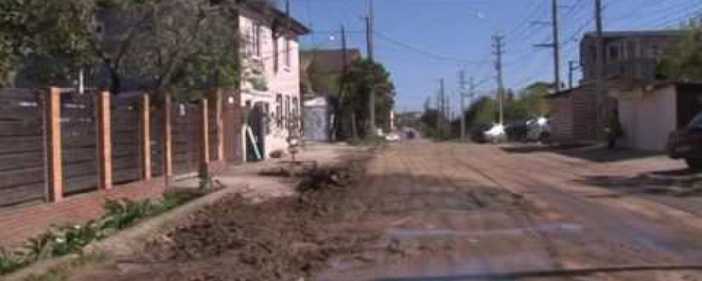 На пересечении улиц Кабардинская и Апсха Леона были проведены работы по замене канализационной трубы