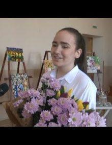 В Гагрской сш №2 прошла выставка юной художницы Екатерины Иджян